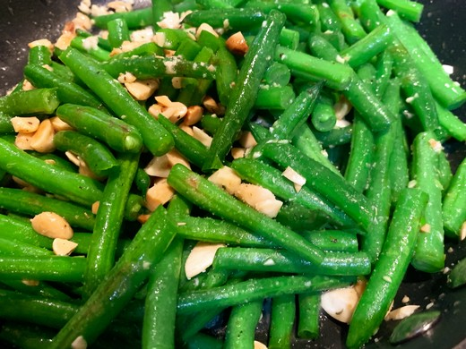 Green Beans with Kuhlman Cellars Herbed Almonds